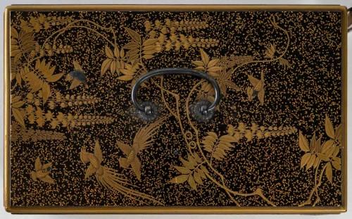 - Ko-dansu (petit cabinet) en laque or