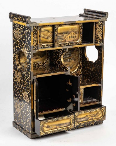 19th century - Japanese Gold and Silver Lacquer Cabinet