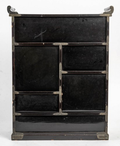 Antiquités - Japanese Gold and Silver Lacquer Cabinet