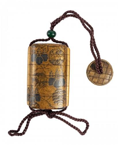 Inro à 4 cases en laque or et argent 18ème siècle