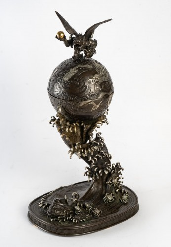 19th century - Rare bronze of a Tengu, a dragon and an impressive wave