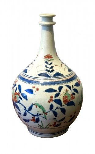 "Japanese Kakiemon Vase called ""Apothecary Bottle"" Edo 17th Century"