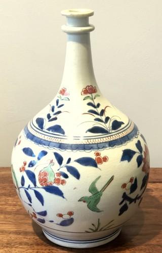 "Japanese Kakiemon Vase called ""Apothecary Bottle"" Edo 17th Century - Asian Works of Art Style"