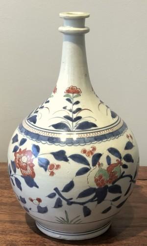 "Asian Works of Art  - Japanese Kakiemon Vase called ""Apothecary Bottle"" Edo 17th Century"
