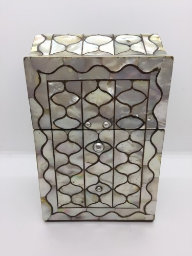 A Peruvian or Mexican mother-of-pearl casket -