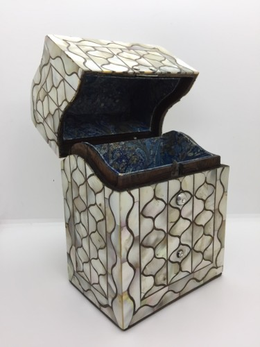 A Peruvian or Mexican mother-of-pearl casket - French Regence