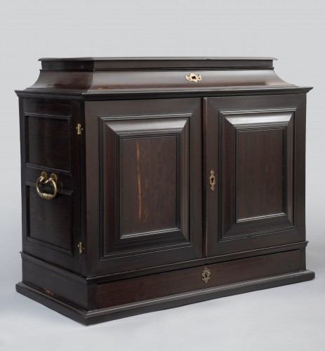 AN ANTWERP COLLECTOR'S CABINET - Furniture Style Louis XIV