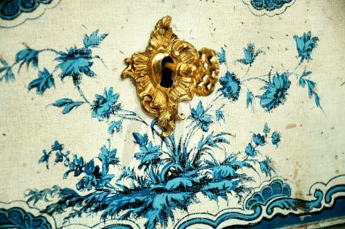 A blue and white painted piedmontese commode, Piedmont ca. 1750 -
