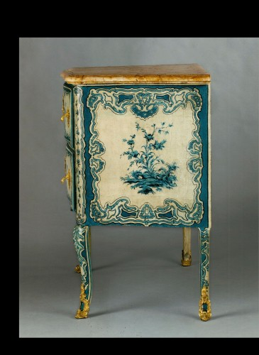 A blue and white painted piedmontese commode, Piedmont ca. 1750 - French Regence