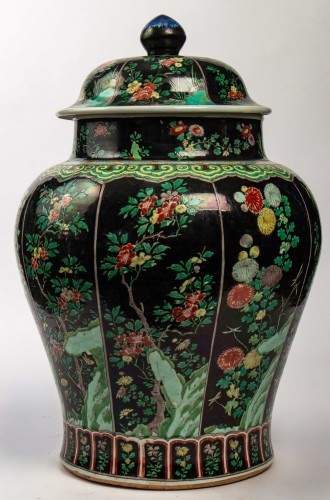 Asian Works of Art  - A magnificent Famille noire/Famille verte jar and cover, Kangxi period