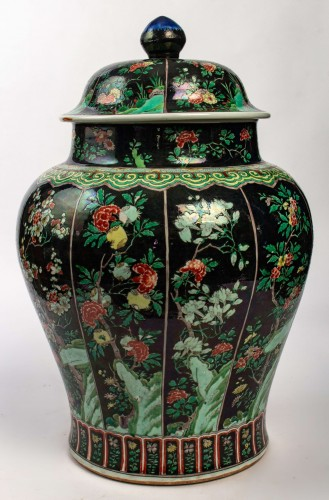 A magnificent Famille noire/Famille verte jar and cover, Kangxi period -