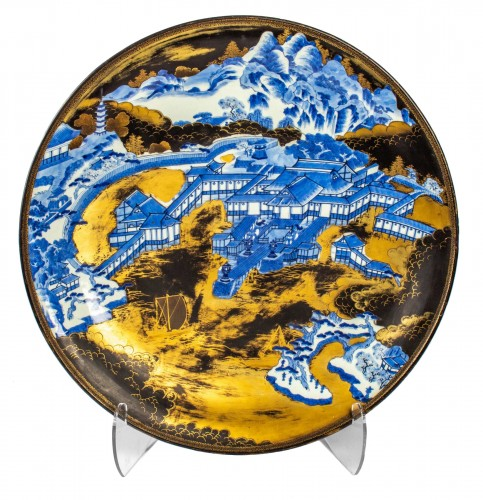 A large Arita porcelain with gold and lacquer dish, Edo Period