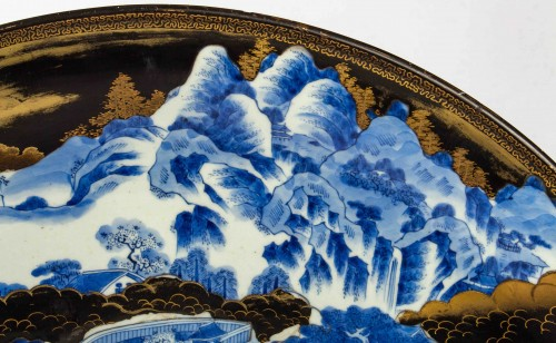 Asian Works of Art  - A large Arita porcelain with gold and lacquer dish, Edo Period