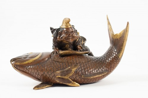 Lacquered bronze & cover with Ebisu on a giant carp, Japan, 19th C. - Asian Works of Art Style