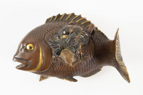 Asian Works of Art  - Lacquered bronze & cover with Ebisu on a giant carp, Japan, 19th C.