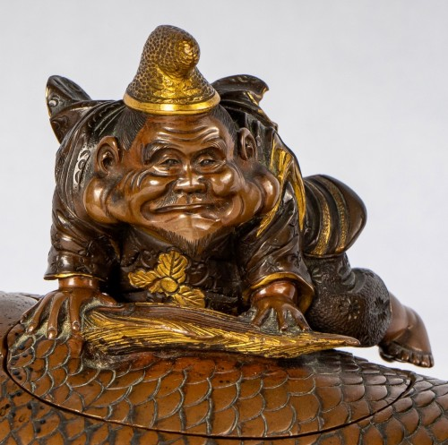 Antiquités - Lacquered bronze & cover with Ebisu on a giant carp, Japan, 19th C.