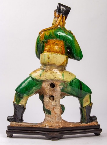 Antiquités - A large standing earthenware figure of a Taoïst Judge, Ming Dynasty