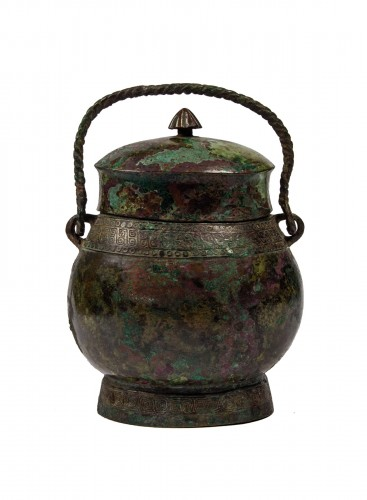 "A ritual wine vessel ""You"" bronze vase and cover, Warring States period"