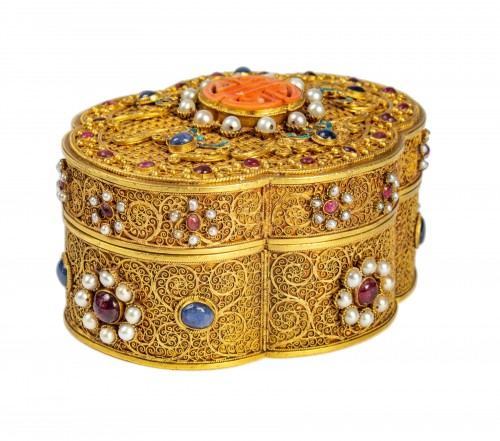 A Chinese box in filigree gold with coral, kingfisher feathers, hard stones