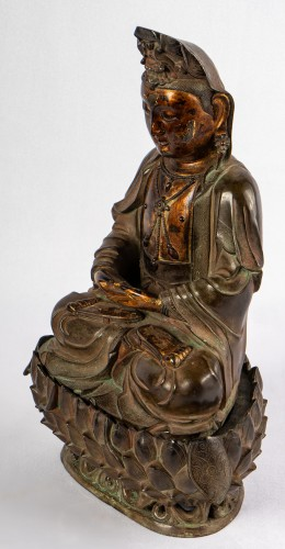 A bronze figure of Guanyin on its lotus stand, late Ming dynasty - Asian Works of Art Style