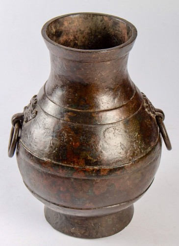 """A Chinese bronze vase """"Hu"""", Western Han Dynasty - Asian Works of Art Style"""