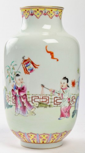 Antiquités - A Famille rose vase decorated with rams and children, Republic era