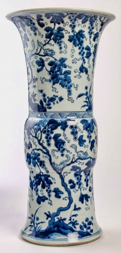 A Near pair of blue white large vases with squirrels, Kangxi period - Asian Works of Art Style