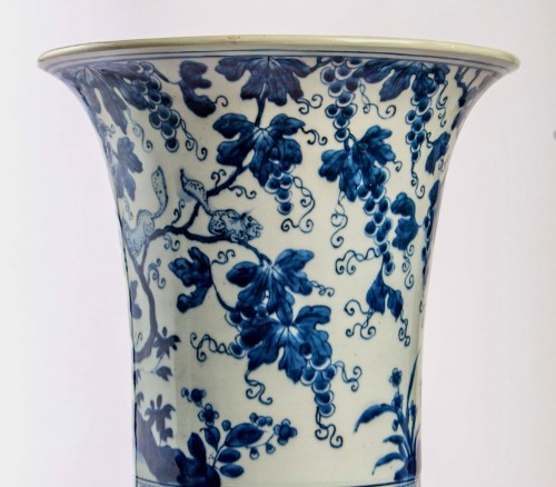 17th century - A Near pair of blue white large vases with squirrels, Kangxi period