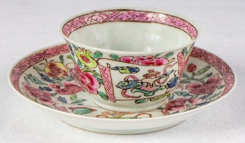 Antiquités - 6 Famille rose half-eggshell cups and saucers, Yongzheng period