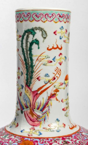 """19th century - A Rare Pair of """"tianqiuping"""" fencaï vases with dragons and phoenixes"""
