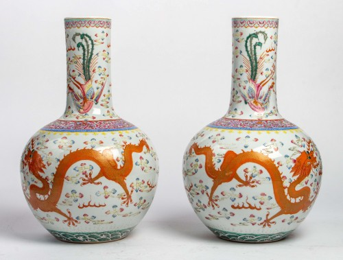 """A Rare Pair of """"tianqiuping"""" fencaï vases with dragons and phoenixes -"""