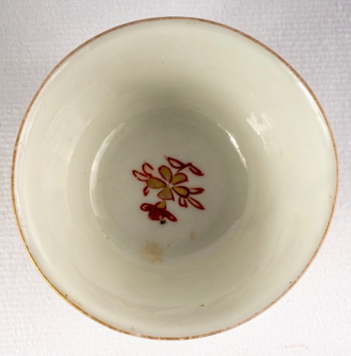 Antiquités - A Series of 4 iron red and gold cups and saucers, Kangxi period