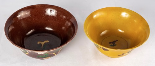 Two yellow and aubergine Brinjal bowls, Kangxi period - Asian Works of Art Style