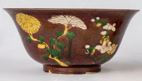 Two yellow and aubergine Brinjal bowls, Kangxi period -
