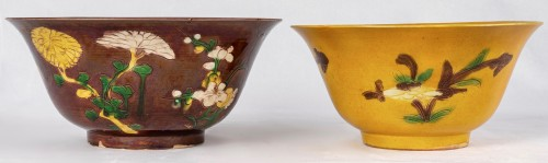 18th century - Two yellow and aubergine Brinjal bowls, Kangxi period