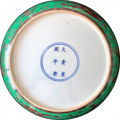 A large green ground and aubergine dragon dish, Kangxi mark and period - Asian Works of Art Style