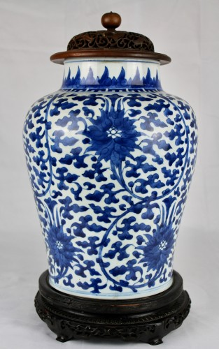 A blue and white lotus jar, Kangxi period - Asian Works of Art Style