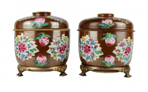 A pair of large Batavian Famille rose covered pots, 18th century
