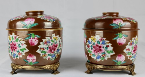 A pair of large Batavian Famille rose covered pots, 18th century - Asian Works of Art Style