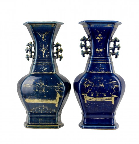 A pair of deep blue vases with gilt decoration, Jiaqing period (1796-1820)