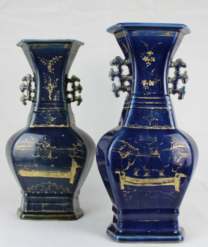 A pair of deep blue vases with gilt decoration, Jiaqing period (1796-1820) - Asian Works of Art Style