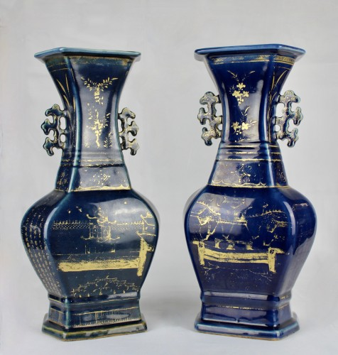 Asian Works of Art  - A pair of deep blue vases with gilt decoration, Jiaqing period (1796-1820)