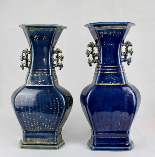 18th century - A pair of deep blue vases with gilt decoration, Jiaqing period (1796-1820)