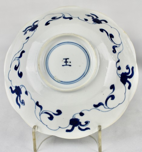 A pair of blue and white Long Elisas saucer dishes, Kangxi period -