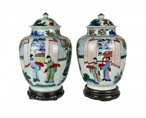 A pair of covered wucai jars, Shunzhi period