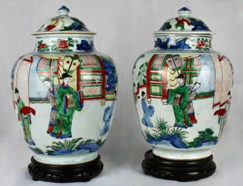 A pair of covered wucai jars, Shunzhi period - Asian Works of Art Style