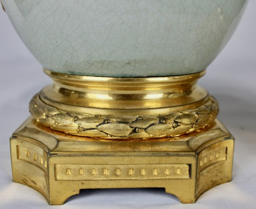 Antiquités - A pair of Guan style crackled lamp bases with ormolu mounts