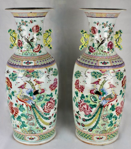 A Pair of large Chinese Famille rose vases with couples of birds, 19th cent - Asian Works of Art Style