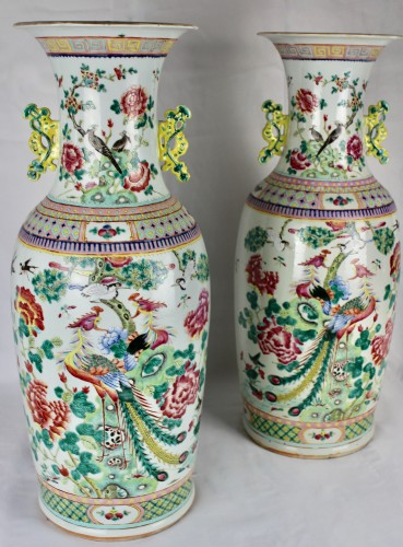 19th century - A Pair of large Chinese Famille rose vases with couples of birds, 19th cent