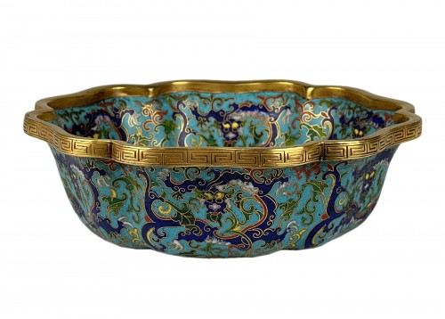 A lobed cloisonné bowl with lotus and dragons, 19th century